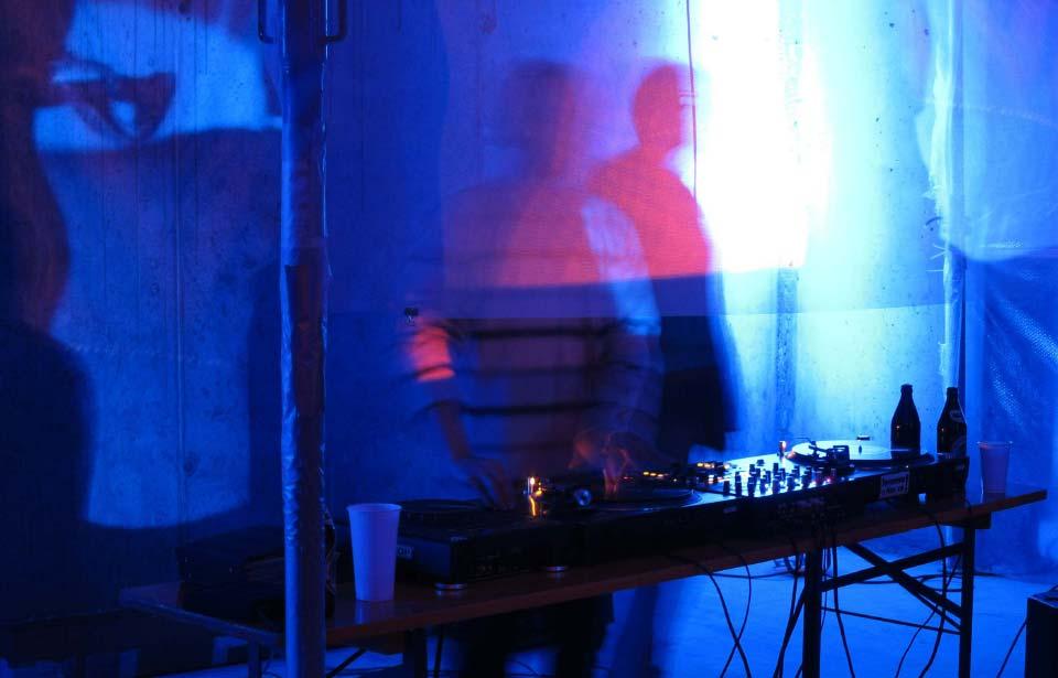 2. terraplan Markenimmobilie Schwarzlicht DJ